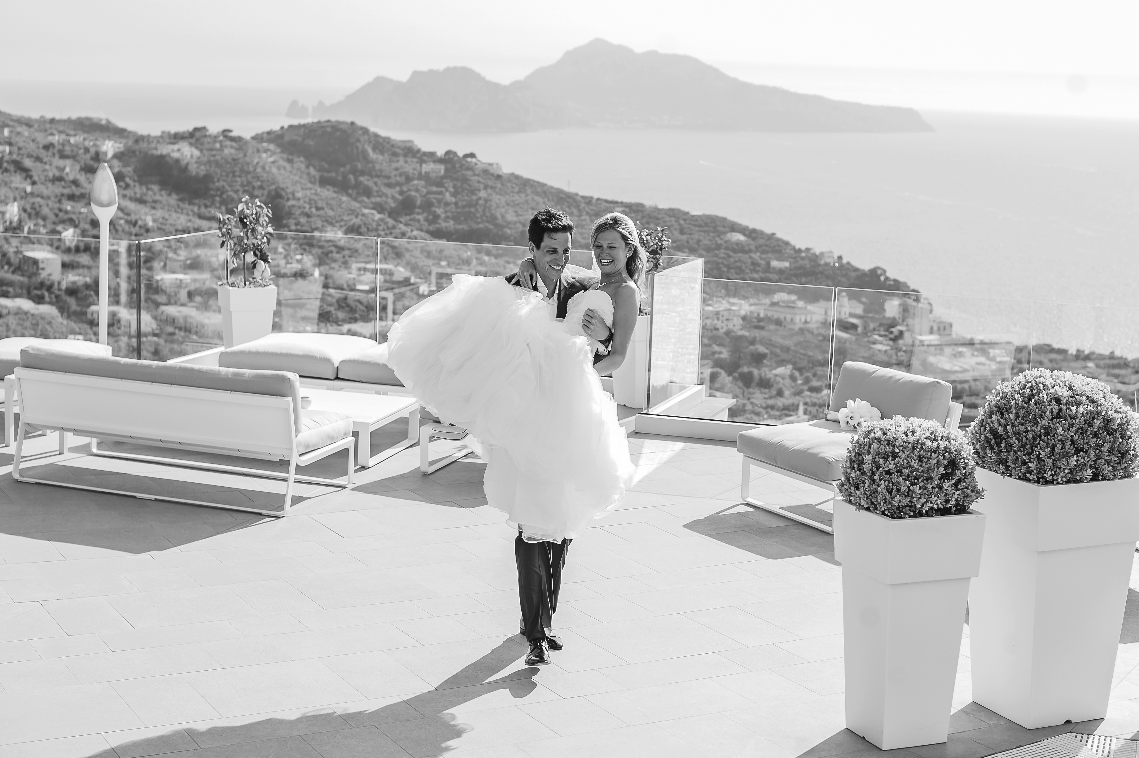Destination wedding in Sorrento overlooking the sea