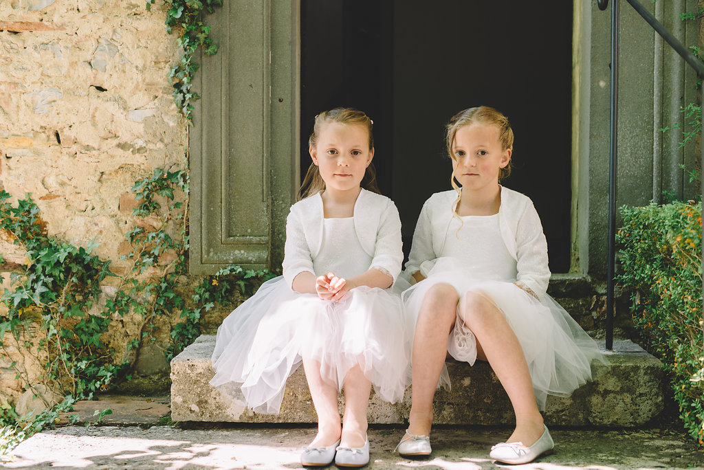 Guest girls, destination wedding in Tuscan Castle di Montalto