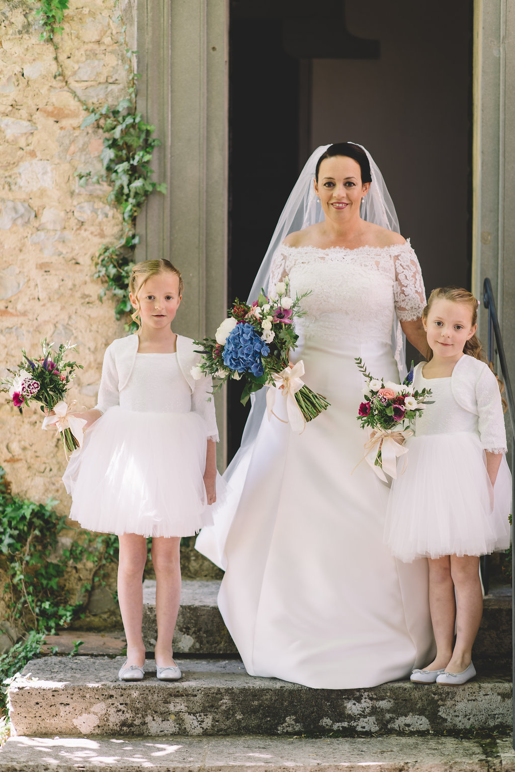 Bride and bridesmaids, destination wedding in Tuscan Castle di Montalto in Italy