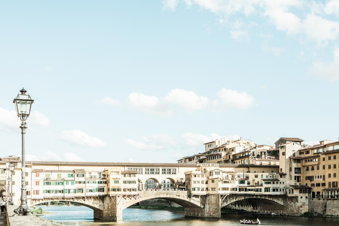 Ponte Vecchio, the icon of Florence, for a beautiful destination wedding in Florence