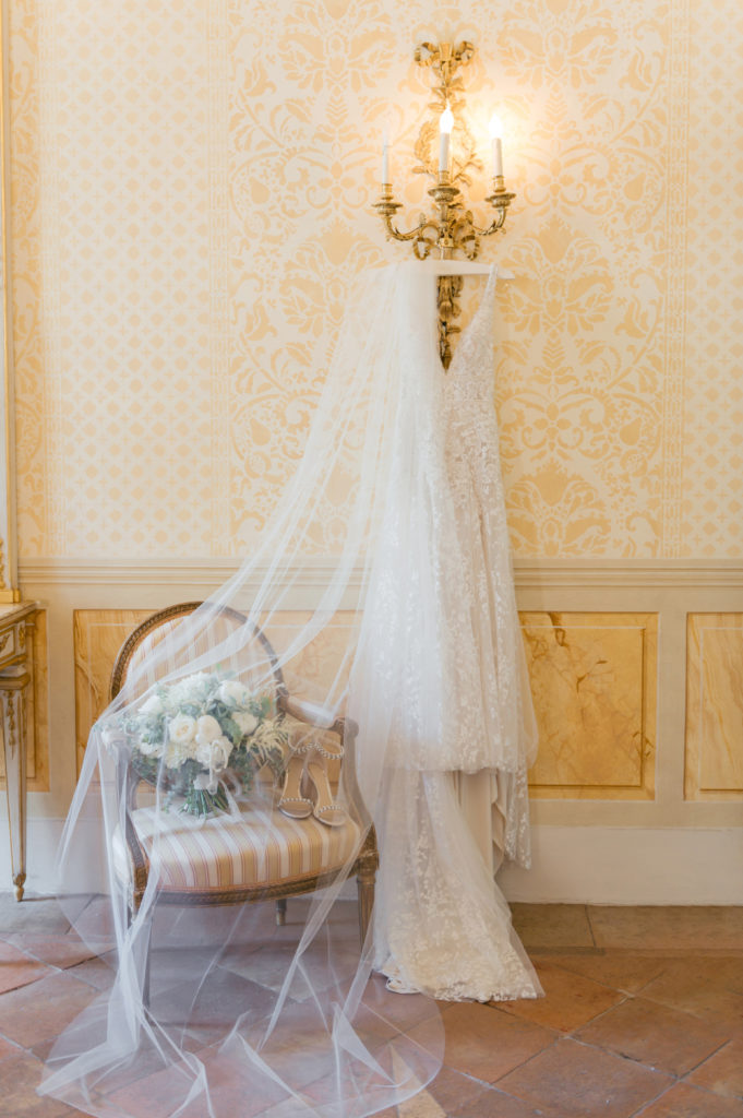 Bridal dress, shoes and bouquet - Destination Wedding in Ravello - Italian Wedding Designer