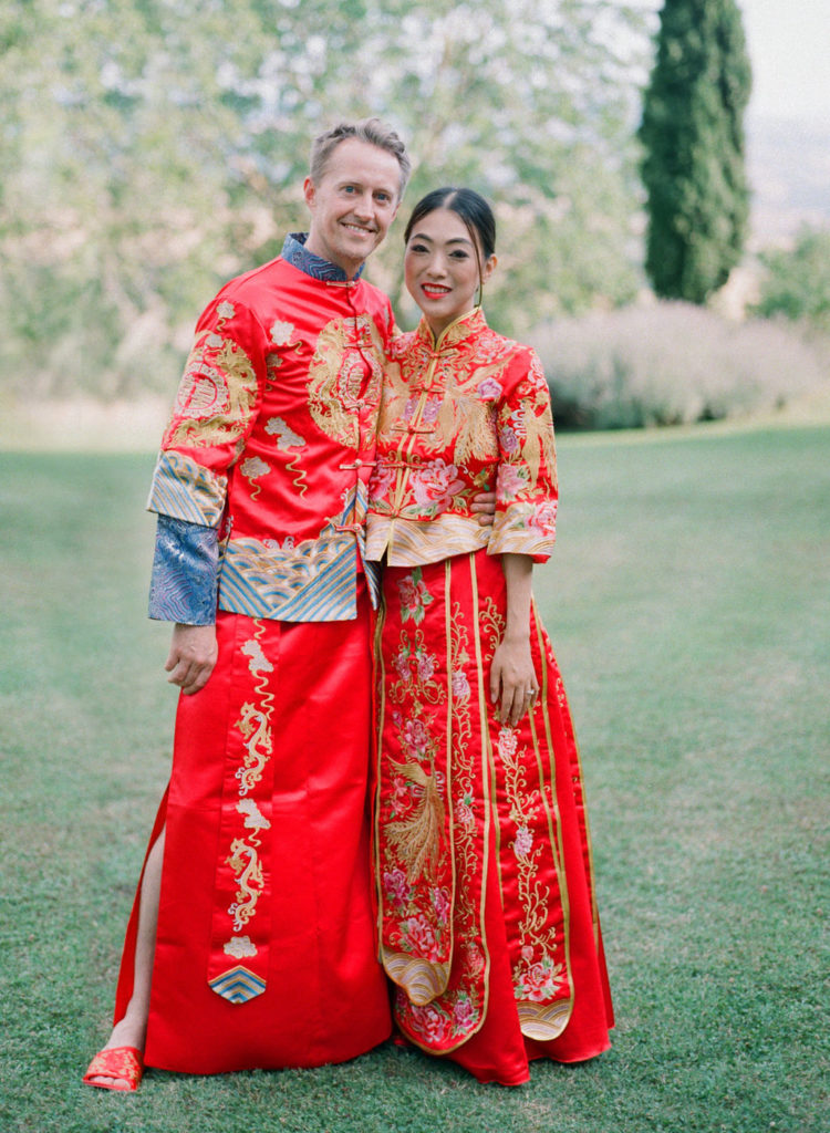 Bride & Groom with traditional Chinese dresses - Chinese Tea Ceremony in Italy- Italian Wedding Designer