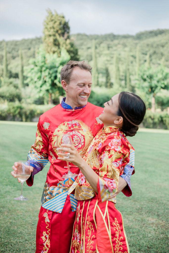 Smiling couple - Chinese Tea Ceremony in Italy- Italian Wedding Designer