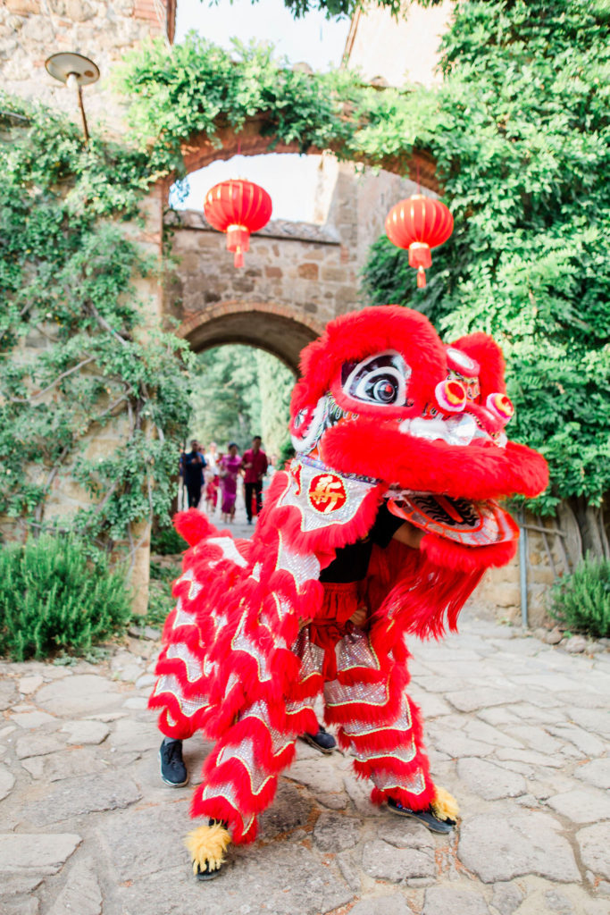 Chinese Red Lion - Chinese Tea Ceremony in Italy- Italian Wedding Designer