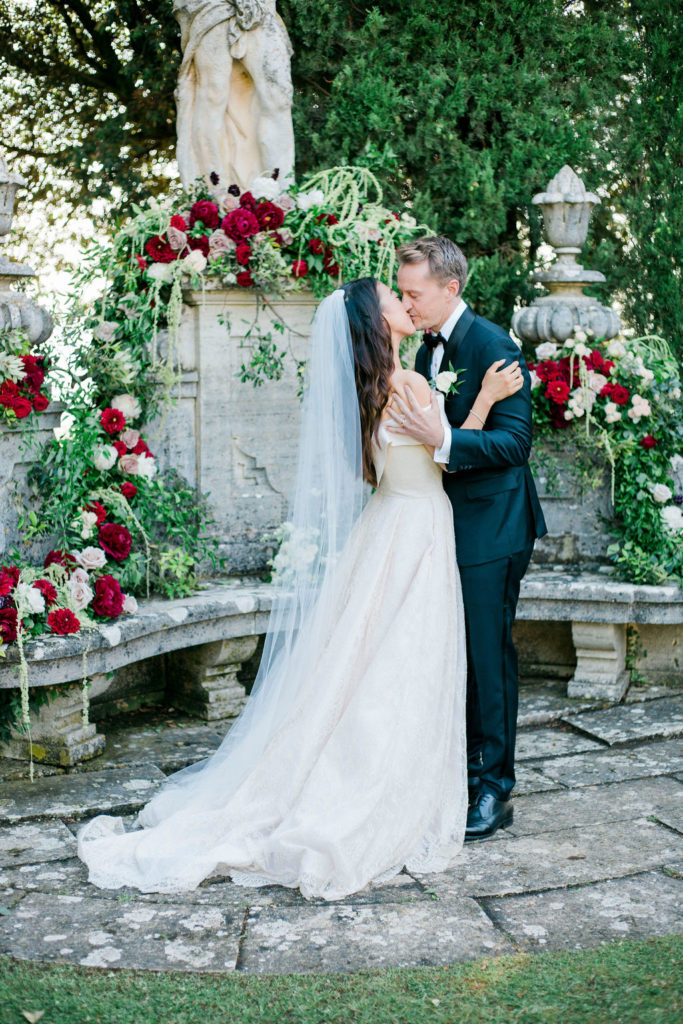 Wedding Kiss - Wedding at Villa La Foce - Italian Wedding Designer