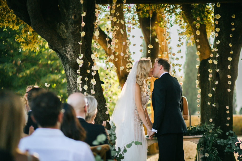 Kiss - Wedding at Villa Le Fontanelle - Italian Wedding Designer