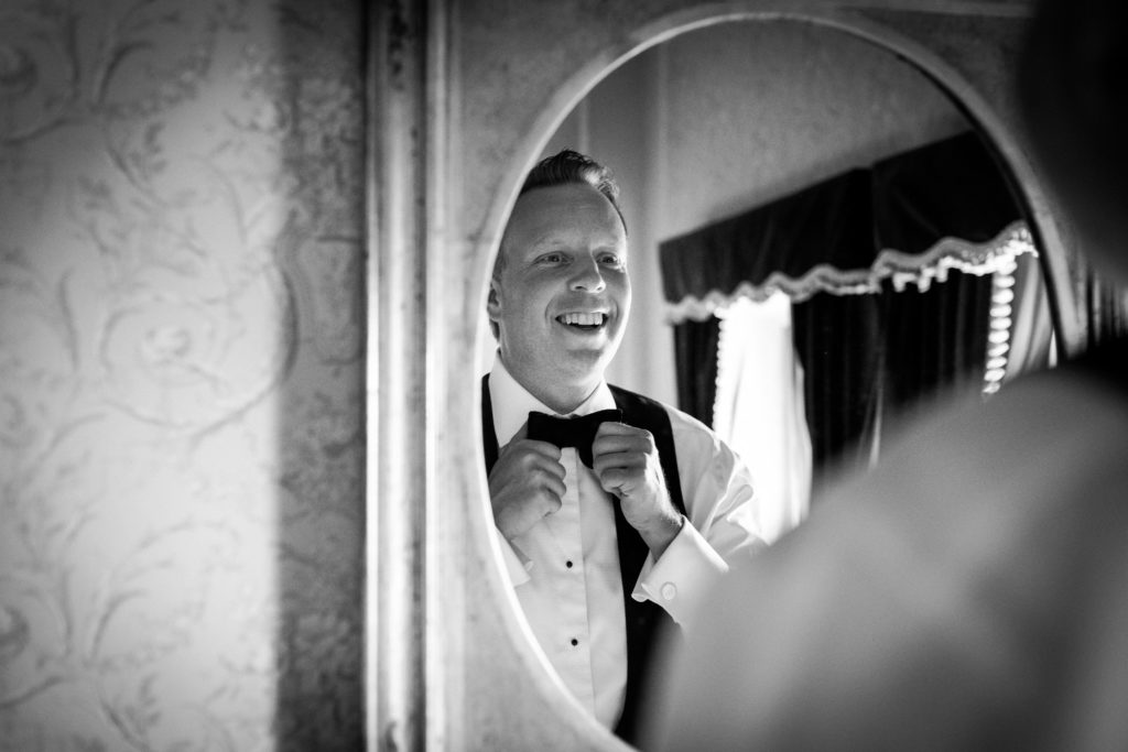 Groom getting ready - Wedding at Villa Le Fontanelle - Italian Wedding Designer