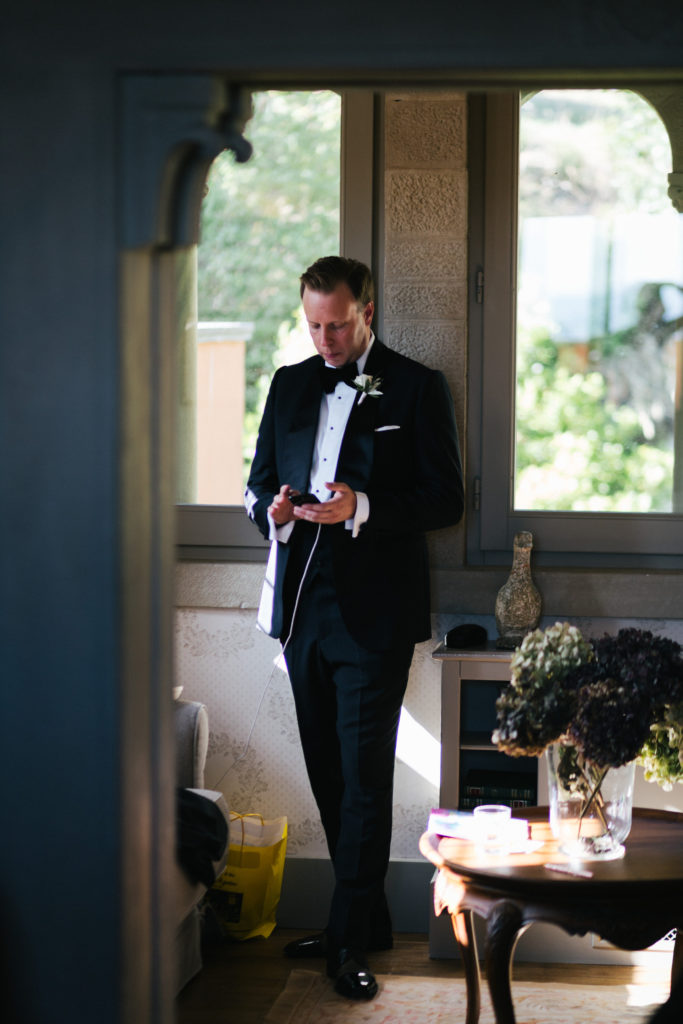 Groom waiting ceremony time - Wedding at Villa Le Fontanelle - Italian Wedding Designer