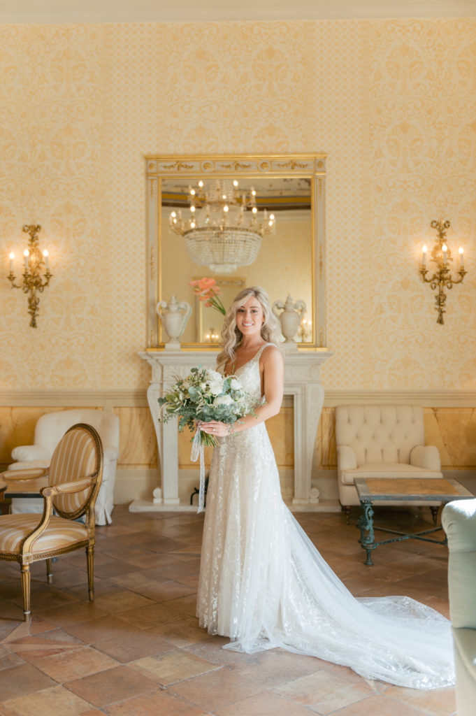 Bride portrait in Hotel Caruso - Destination Wedding in Ravello - Italian Wedding Designer