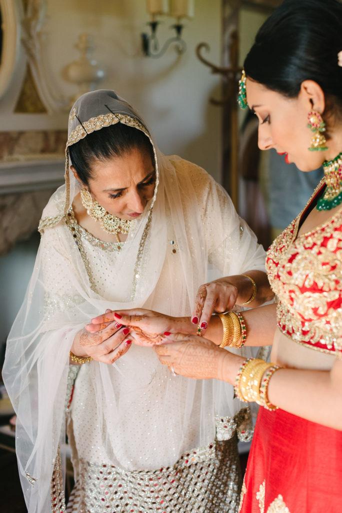 Indian Bride Getting ready - Indian Wedding in Tuscany - Italian Wedding Designer