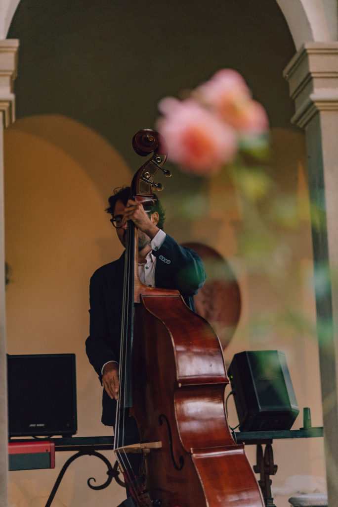 Jazz trio during aperitif Sikh ceremony Priest in Italy by Italian Wedding Designer
