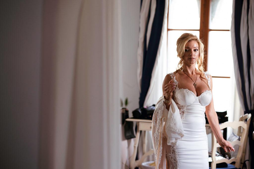 Bride getting ready - Wedding at Villa Cimbrone - Italian Wedding Designer