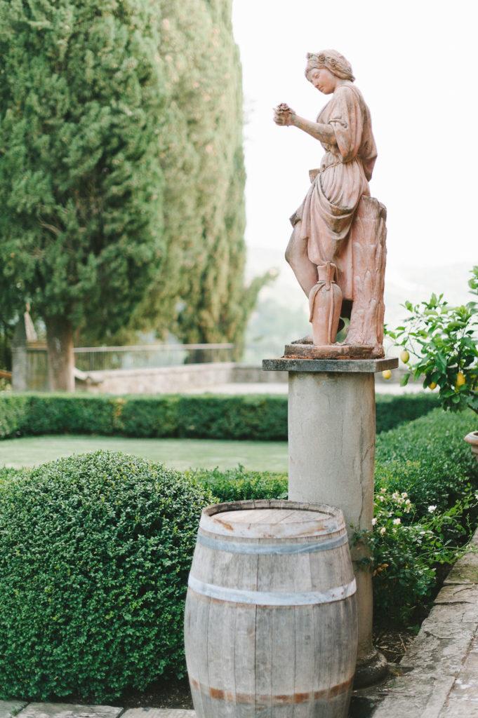 Vignamaggio statue - Wedding at Villa Vignamaggio - Italian Wedding Designer
