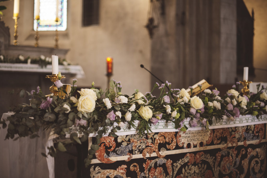 Altar decoration - Wedding at Castello di Meleto - Italian Wedding Designer