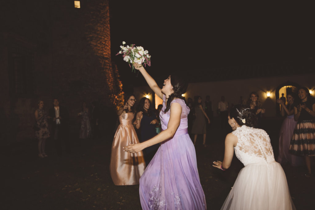 Bouquet toss- Wedding at Castello di Meleto - Italian Wedding Designer